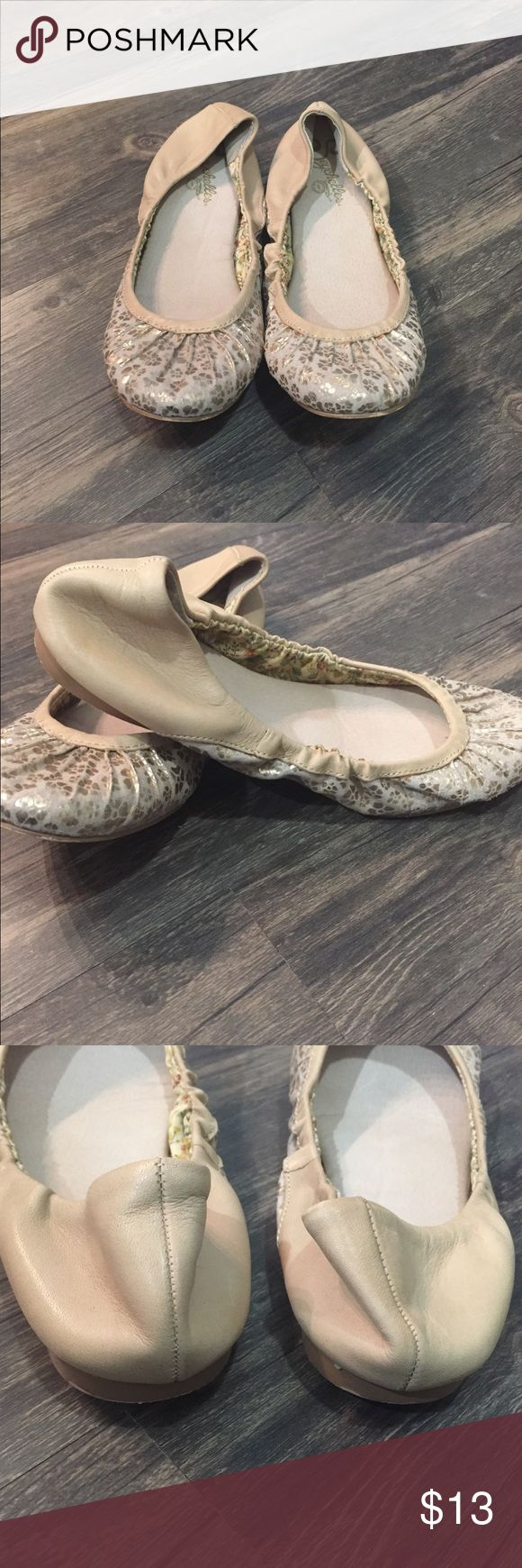 🌸💛Seychelles Floral Ballet Flats💛🌸 Great pre-loved condition.  Sturdy but flexible soles.  Interior of shoe bed in great condition, no staining. Seychelles Shoes Flats & Loafers