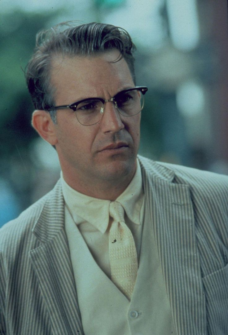 Still of Kevin Costner in JFK (1991) http://www.movpins.com/dHQwMTAyMTM4/jfk-(1991)/still-1268560640