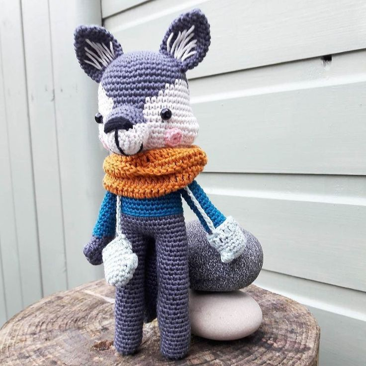 When winter comes Harry is ready with his scarf and mittens! Isn't this wolf made by marjanvanderleer adorable? . http://ift.tt/2hbuoKj #amigurumi #chroche #pelus #oyuncak #orme #tshirt #brand #design #cloth #tee