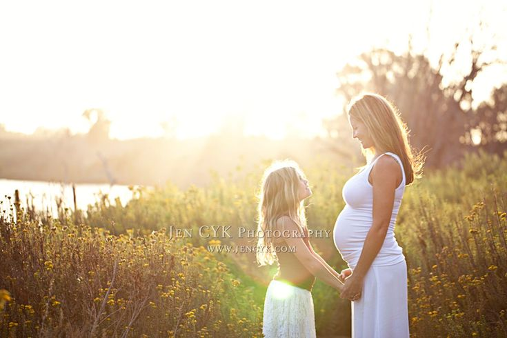 Love these outdoor maternity pictures done at a barn and at the wetlands. Beautiful family, beautiful sunset. #maternity poses #nature
