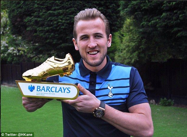 Harry Kane posted this picture on his twitter account along with the golden boot he won for hitting 25 goals