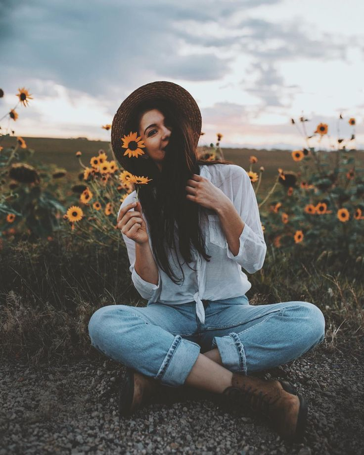 "9,242 Me gusta, 136 comentarios - Ɉessica (@rusticbones) en Instagram: ""I'm going to miss you sunflowers  : @j.scud"""