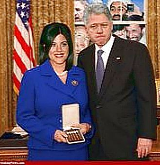 MONICA LEWINSKY RECEIVES GIFT FROM CLINTON