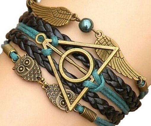 Aujourd'hui, dans sa Ouiche-Liste, Jean-Monique vous présente le bracelet des reliques de la mort, car pourquoi se faire chier à les chercher dans la nature alors que tu peux les acheter sur Ebay ?