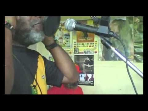 Junior Murvin - Live Inna de yard - Police & Thieves Extended With Danny...