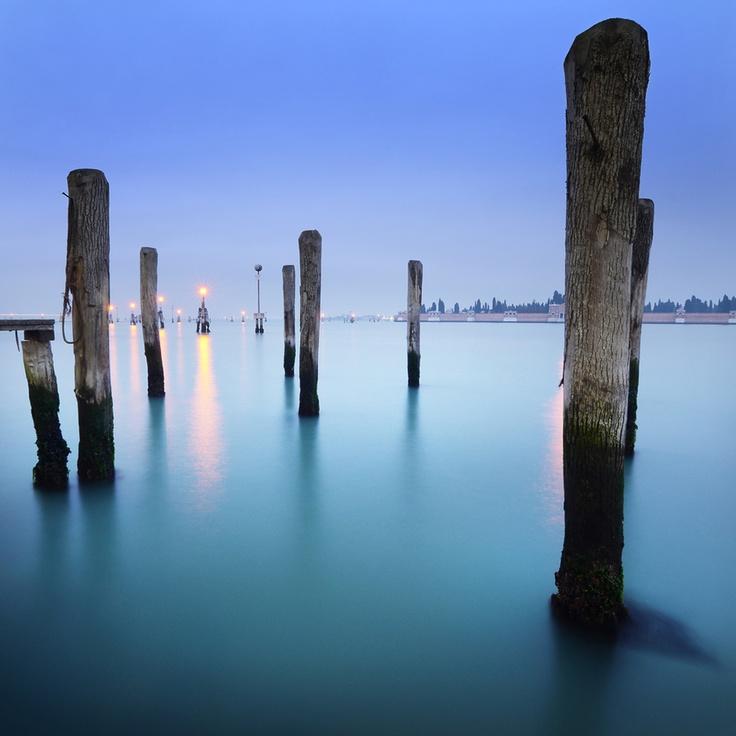 Venice backyards | photo by Etienne Roudaut