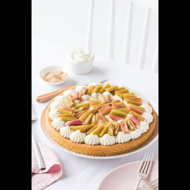 Tarte rhubarbe, crème vanillée, palet breton