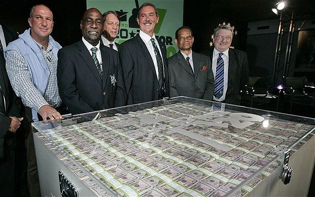 Allen Stanford and his WI legends display millions in prize money at Lord's in 100 dollar bills. 2008.