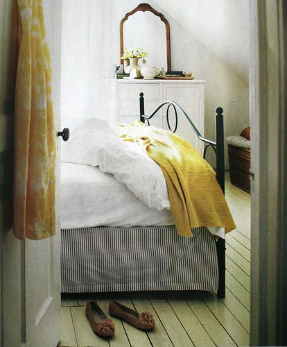 :): Irons Beds, Floors, Yellow Bedrooms, Beds Skirts, Black White, White Bedrooms, Beds Frames, Design Kitchens, Yellow Accent