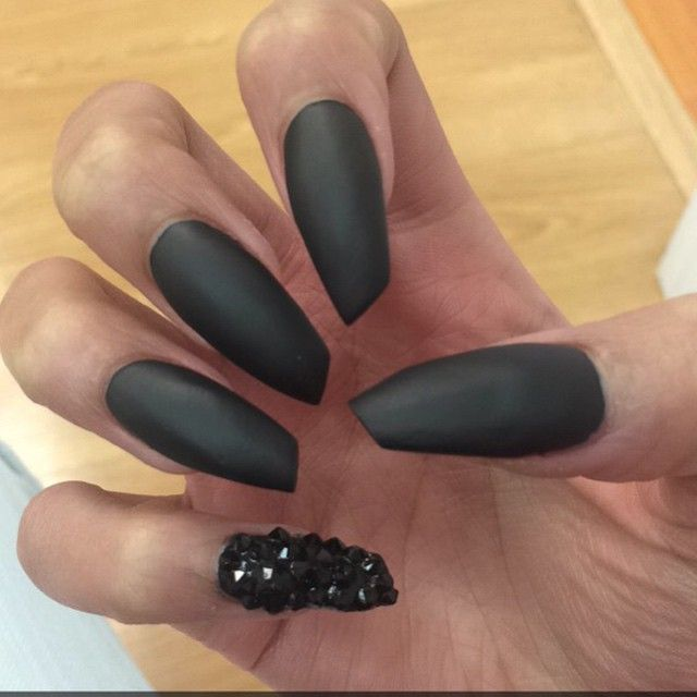 Whether You Choose A More Basic Shape Like Round Or Square Or A Severe Look Such As A Stiletto Or Coffin I Beauty Nails Design Nail Shapes Diy Acrylic Nails
