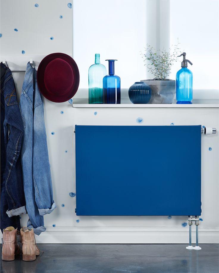 När du väljer en färg till dina radiatorer kan du tänka på på två vis: antingen att radiatorns kulör ska sticka ut och ta plats som en inredningsdetalj, eller att den ska harmoniera med övrig stil och färg i rummet.