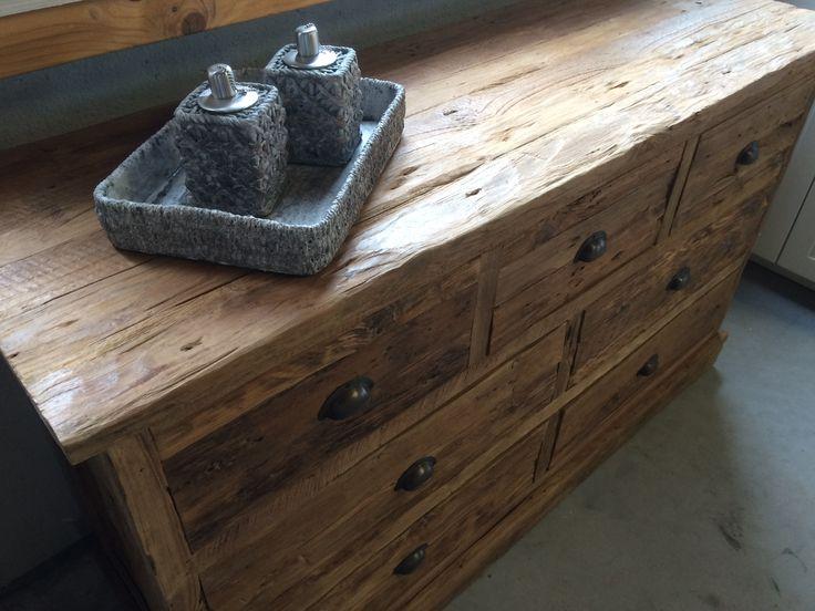Dressoir rustiek 150cm. Het rustieke, grove teakhout geeft dit dressoir een warme, landelijke uitstraling.