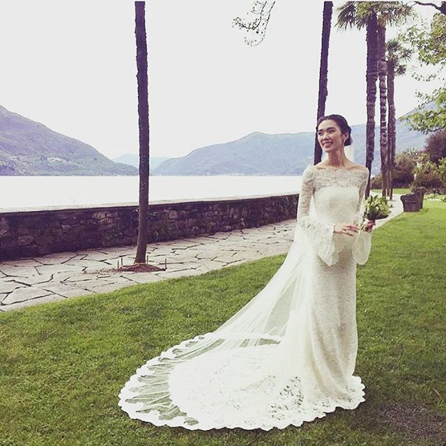 Pin for Later: 7 Robes de Mariée Encore Plus Magiques Que Celle de Kate Middleton Tao Okamoto, Portant une Robe Signée Phillip Lim Phillip Lim is a friend of Tao's, so naturally the designer custom-made her wedding dress. (His first official one ever!)