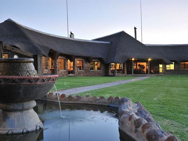 Wag n Bietjie Lodge - Wag n Bietjie Lodge is located on a private game reserve in the heart of the Northern Cape near Kimberley.The lodge offers seven African theme rooms, each room is equipped with air-conditioning, free Wi-Fi ... #weekendgetaways #kimberley #southafrica