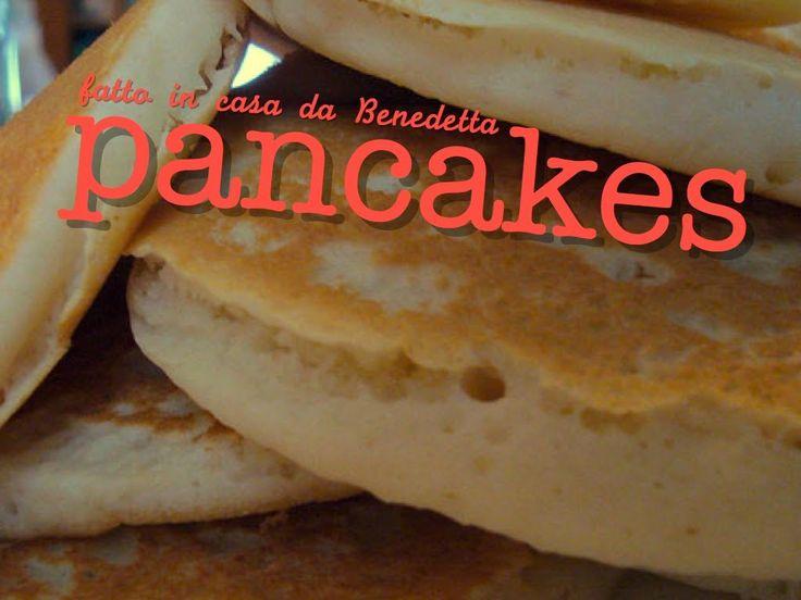 – Ricetta originale facile e veloce per i soffici pancakes made in USA. La colazione americana prevede un pancake con sciroppo d'acero per