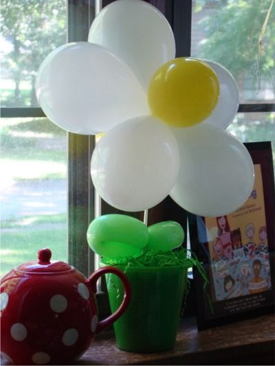 daisy balloon on a stick in a sand bucket! love this!