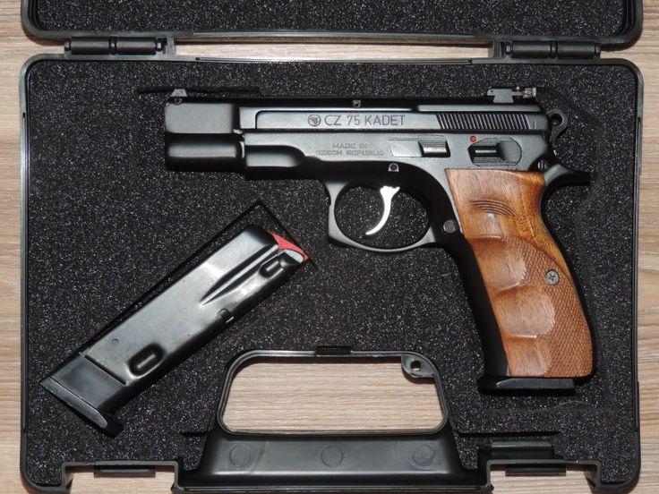 CZ 75 Kadet.22lr. - Prodám nebo vyměním pistoli CZ 75 Kadet.22lr.Pistole je ve stavu nové.Kufřík CZ.2 x zásobník.Stavitelná miřidla.Střenky Plastové.Střenky dřevěné Klinsky.Cena 13000kč.Nebo výměna za Revolver.Taurus(Judge).SW.Colt King Cobra.Ruger.Pouze v pěkným a funkčním stavu.Nebo nabidněte.Pardubicehttps://s3.eu-central-1.amazonaws.com/data.huntingbazar.com/10701-cz-75-kadet-22lr-pistole.jpg