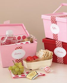 Bridesmaids' Goodie Boxes: Lunch for the big day (Martha Stewart Weddings): Lunch Boxes, Summer Picnics, Cute Ideas, Bridesmaid, Parties Favors, Lunches Boxes, Picnics Baskets, Lunchbox, Picnics Theme