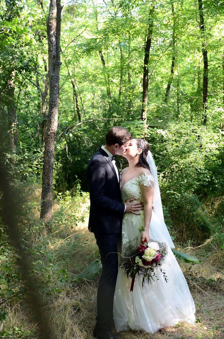 Wedding photo forest - Rhea Costa Wedding dress
