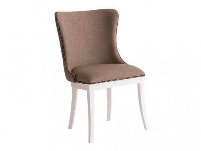 Cadeiras com tachinhas Estela, são perfeitas para a decoração clássica ou até dar um ar mais rock and roll, dependendo de como for aplicada!