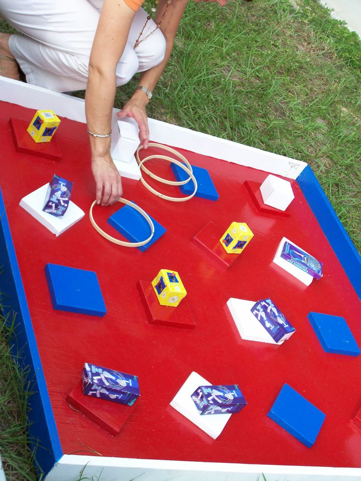 Like a mini Hoopla game. In this ring toss, you try to ring a prize.