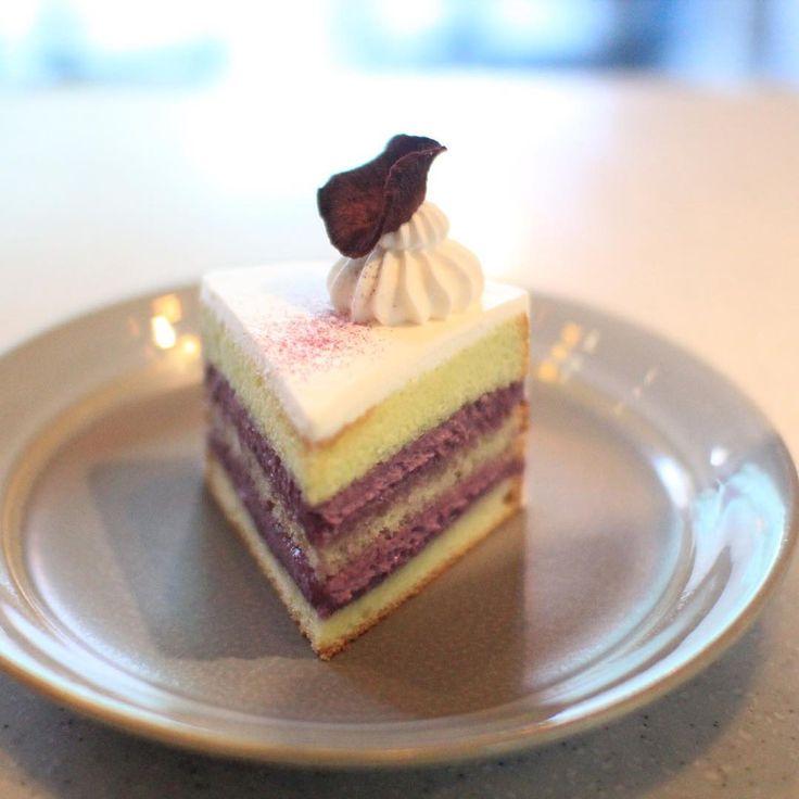 """추억의 메뉴인  자색고구마 케이크 레시피를 기반으로 """"고원""""을 만들었습니다.  고원보다 소박하지만 건강한 단맛을 가진  깔끔한 케이크  #바닐라클라우드 #vanillacloud 청담동 42_1,1층 #강남구청역 4번출구 도보 3분 open:화-토:12:00~7:00  일:12:00~17:00 We make special cake for special person  #cake#dessert#sweets#케이크#케익#디저트#생일#선물#디저트스타그램#원재료의순수한맛#dessertshop #많이달지않은#건강한맛# 28, Seolleung-ro 132-gil, Gangnam-gu, Seoul, Korea"""