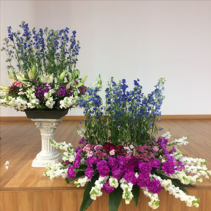 2017.4.23. This week's church flower decoration. Pinks and magenta color carnations.