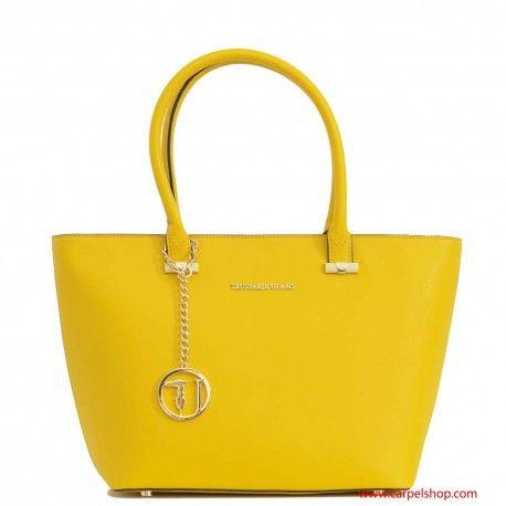Shopper del marchio Trussardi linea Levanto colore giallo.  Link: http://www.carpelshop.com/trussardi/trussardi-levanto-shopper-giallo_521.html