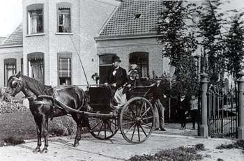 Huisarts met de koets in 1915.
