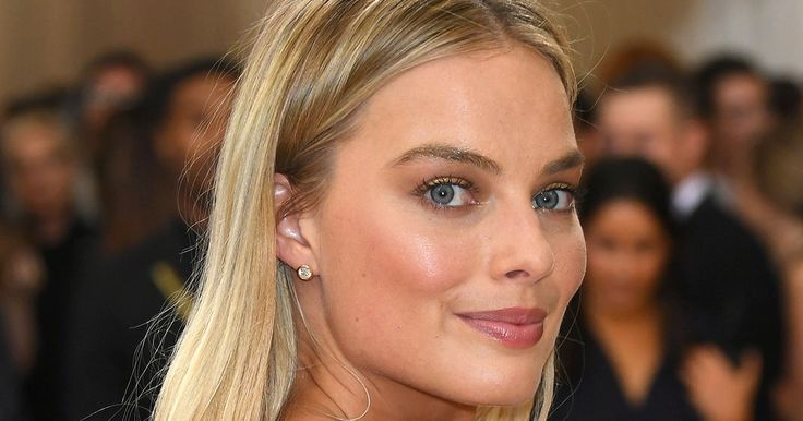 Celebrity tanning expert Sophie Evans shares tips with Stylish on how to fake a perfect bronzed glow — details