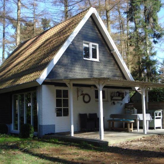 De sfeervolle vakantiewoning doet de naam eer aan. De woning is bijzonder warm ingericht, met brocante accessoires en van alle comfort voorzien