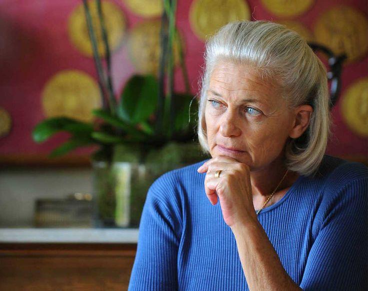 """Pour Elisabeth Badinter, les agressions de Cologne sont bouleversantes. Ecoeurée par les injonctions au silence de certains, qui dénient la réalité par peur des instrumentalisations racistes, elle nous enjoint dans le numéro de """"Marianne"""" en kiosques cette semaine, de ne pas laisser tomber les femmes. Extraits."""