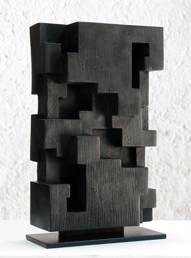 Alban LANORE / Bronze 1/8 patine noire / 22.5 x 13.5 x 5.5 cm.