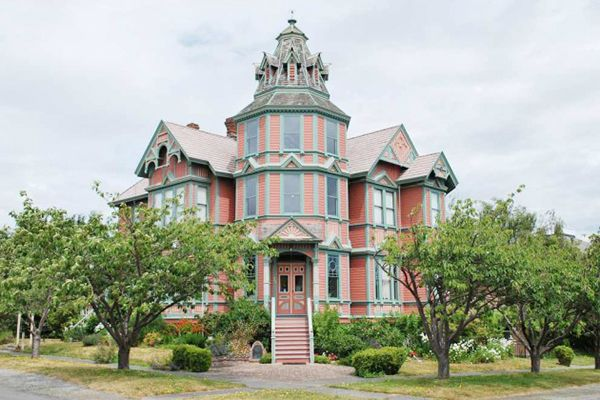 Pink + Gorgeous Victorian homes = The perfect Valentine's Day present?