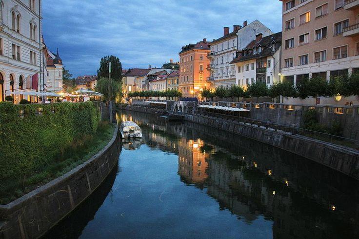 #Liubliana, capital da #Eslovénia, com cerca de 270.000 habitantes. Fotografias: Igreja Franciscana, Ponte Tripla sobre o rio #Lublianica