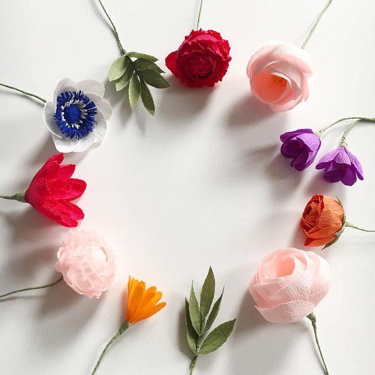 Buchete cu flori de hartie creponata pentru nunta, accesorii handmade. Facem la comanda #buchetedemireasa si #buchetnasa cu flori din hartie. Inchiriem decoruri pentru nunta sau botez, photo corner, perete cu flori, decor masa si decor prezidiu in...