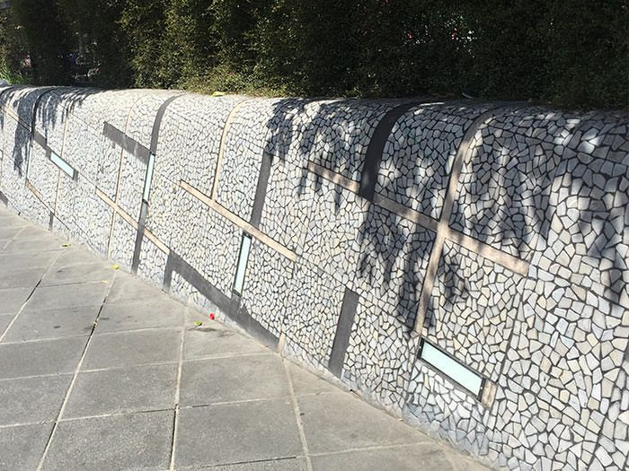 These Modern Walls in the heart of Melbourne City have been designed by the city of melbourne using Stone101 exclusive Moon River Atlantic random stone. these walls form a great barrier along the Yarra River near crown Casino.