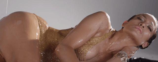 Jennifer Lopez appears in bikini on..........