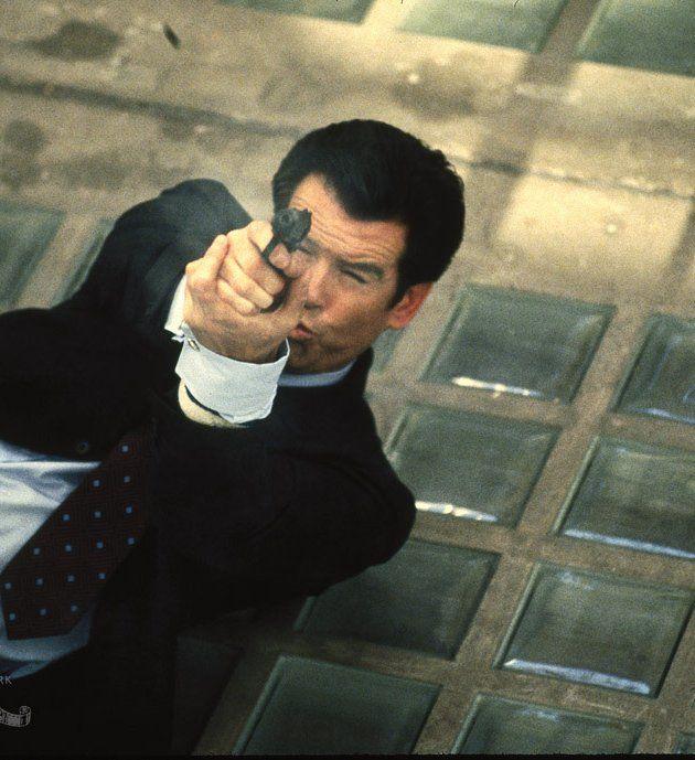 Les 288 meilleures images à propos de James Bond sur ... Pierce Brosnan Tomorrow Never Dies