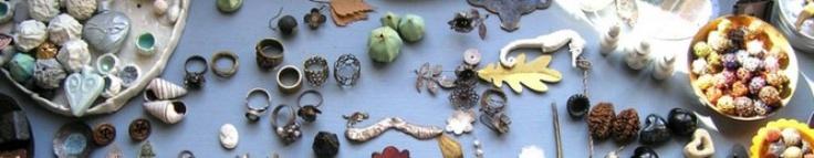 Anneke Bruin (1001lichtjes.nl) maakt sieraden van oa. oudere sieraden.  Ik vind het een mooi idee dat er iets nieuws gemaakt wordt van iets ouds.