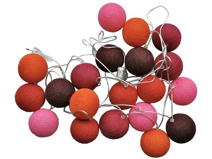 Färgglada ljusslingor hittar du hos oss! här i rött, orange, rosa och grape. Från 295 kr inkl frakt.