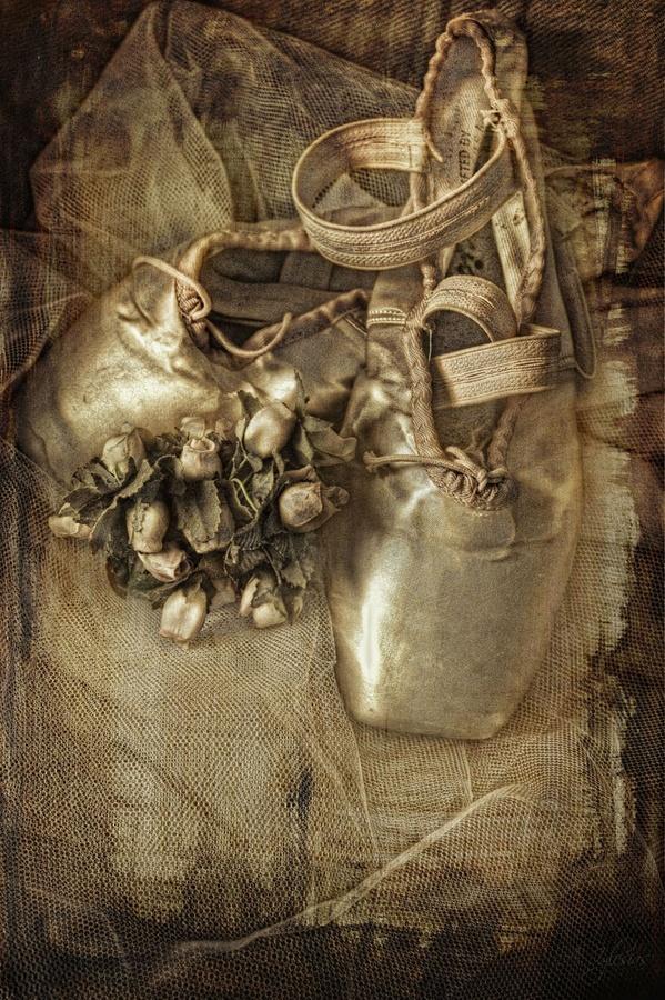 Una historia,unas zapatillas.. by ana iglesias, via 500px