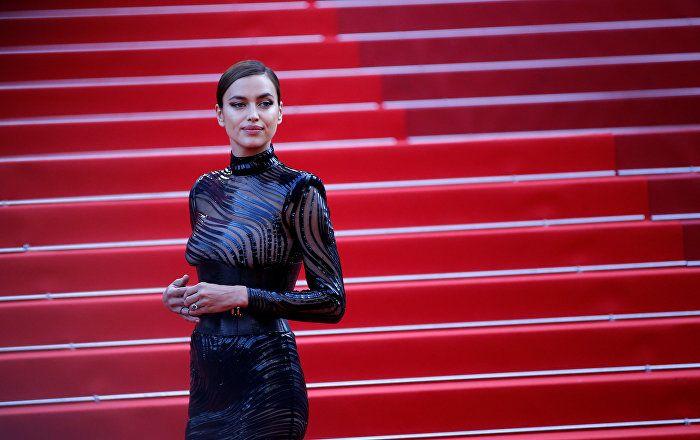 Sputnik Türkiye ///  İrina Shayk, hamilelik sonrası Cannes'a kusursuz bir vücutla nasıl döndü?