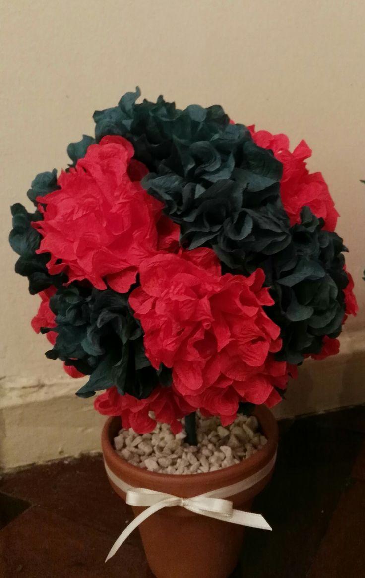 Topiario con flores de papel crepé