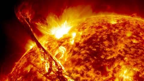 A napkitörések az asztrofizika egyik legfélelmetesebbnek tartott jelenségei, mert veszélyesek a Földre és az űrmissziókra egyaránt. Ma azonban, hála az amerikai energiaügyi minisztérium princetoni plazmafizikai laboratóriuma kutatásainak, fel lehet ismeri, hogy melyik kitörés…