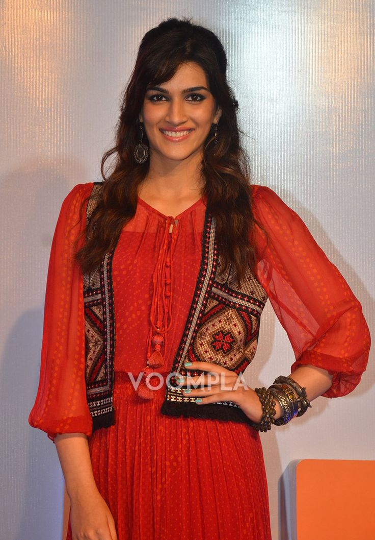 She's so pretty! Kriti Sanon at a smartphone launch event in Mumbai. Click here >> Voompla.com