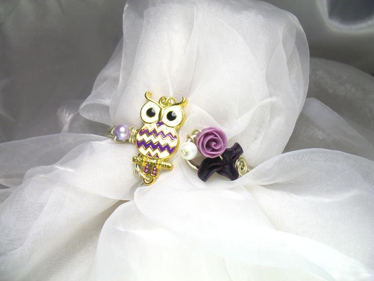 Bracelet Fil d'aluminium Hibou mauve avec perles en verre nacrées et fleurs en porcelaine froide