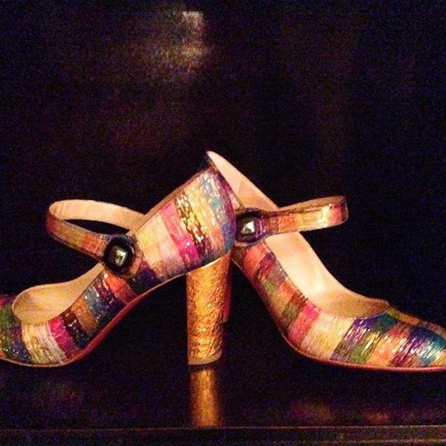 E poi appaiono loro. Mary Jane rainbow con tacco dorato. #louboutin #christianlouboutin #cocktail #party #mfw #shoes #scarpe #milan #milano