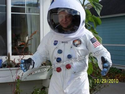 Homemade Apollo Astronaut Costume: For this homemade Apollo Astronaut costume I started in early October and began assembling the pieces I'd need.  Some of the stuff I had on hand, while