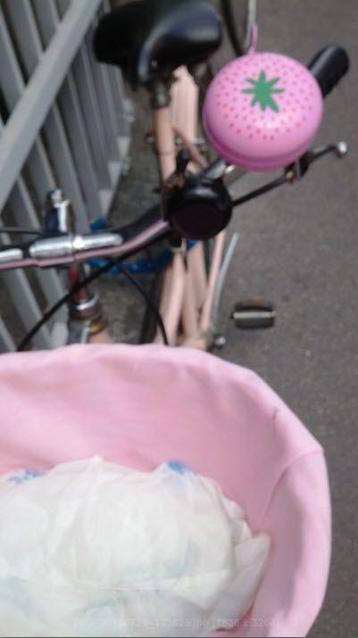 Un campanello per bici che sembra una fragola, bello no?  A bicycle bell looking more like a strawberry...strawberry fields forever